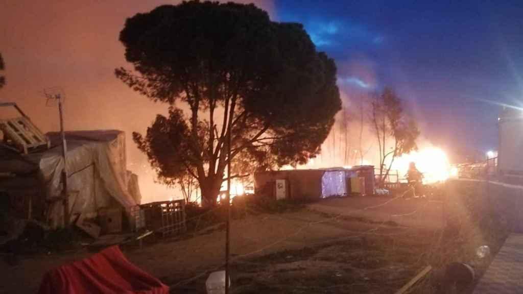 Una imagen del incendio ocurrido en un asentamiento en Palos de la Frontera (Huelva).