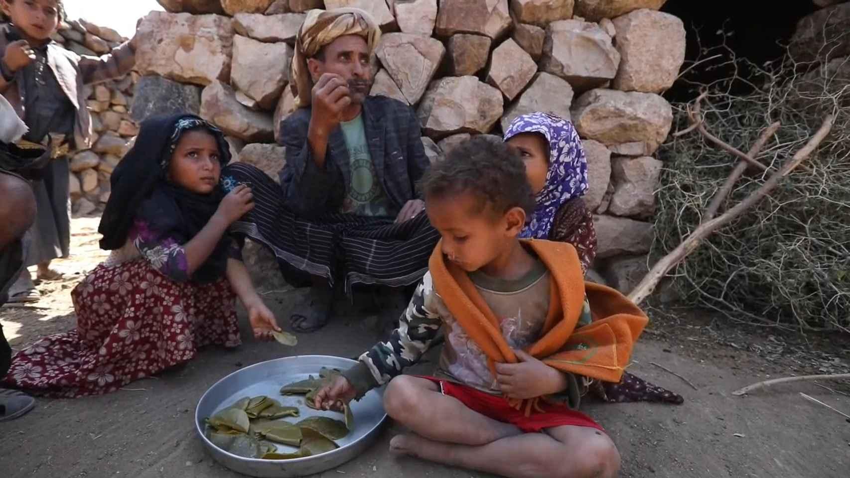 Yemen se muere de hambre: hojas hervidas para sobrevivir a la mayor catástrofe humanitaria