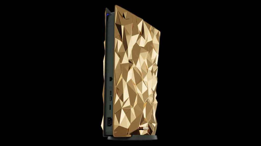 Una PlayStation 5 cubierta de oro