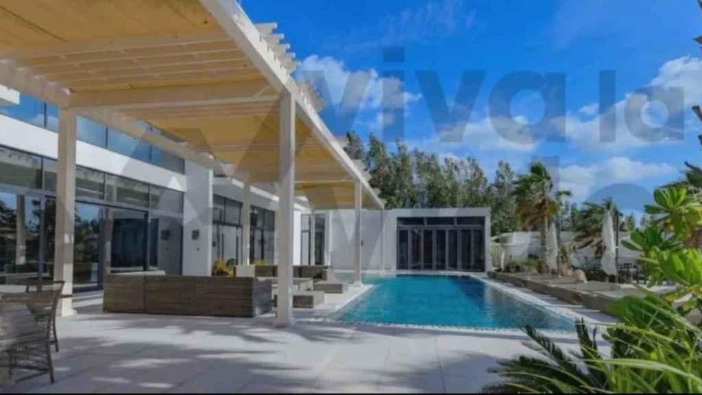 Otra imagen de la espectacular terraza de que dispone la villa.