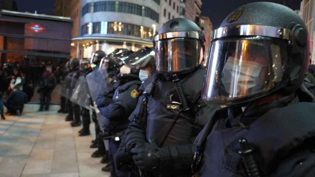 Agentes de la UIP en la manifestación.