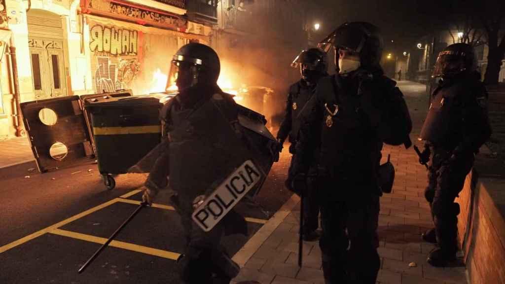 Contenedores quemados en Pamplona.