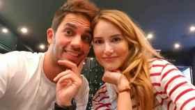 Santi Burgoa junto a Alba Carrillo en una imagen de sus redes sociales.