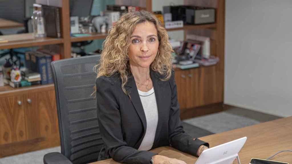 Patricia Benito en su mesa de trabajo.