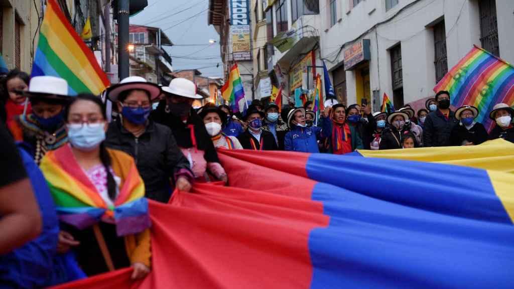 Miembros de la comunidad indígena en la marcha.
