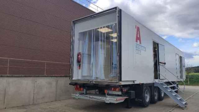Camión de IRTA para realizar las tomografías en el campo