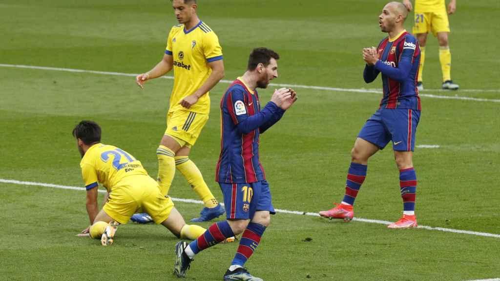 Leo Messi se lamenta en una ocasión fallada frente al Cádiz