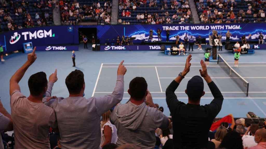 El público en las gradas de la Rod Laver para el Novak Djokovic - Daniil Medvedev