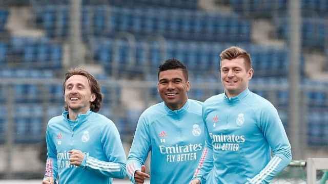 Luka Modric, Casemiro y Toni Kroos, durante un entrenamiento del Real Madrid