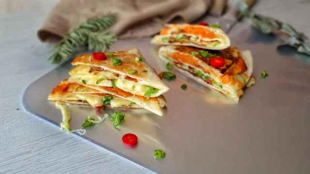 Quesadilla de beicon y raclette al estilo Tik Tok