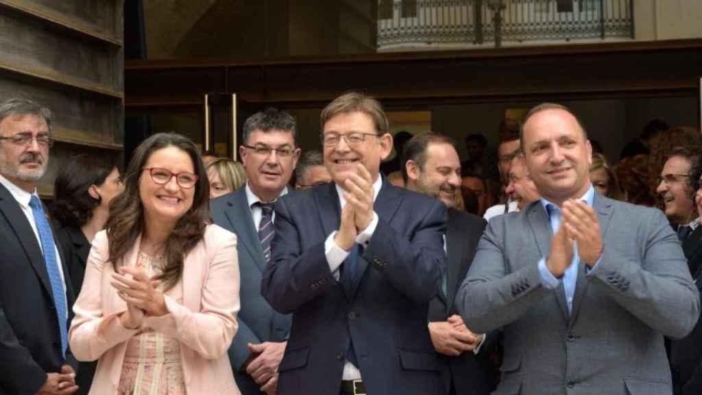 Mónica Oltra, Ximo Puig y Rubén Martínez Dalmau. EE