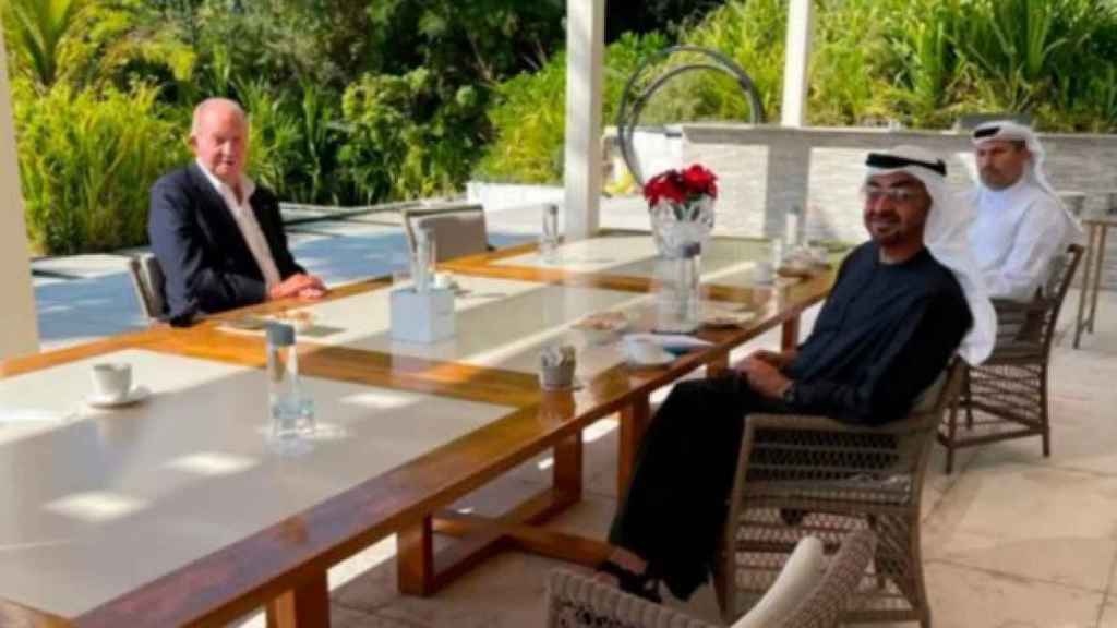 El rey Juan Carlos, recientemente, en una fotografía compartiendo mesa en Abu Dabi.