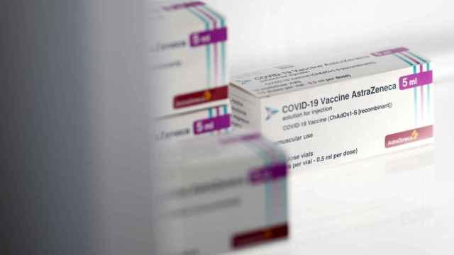 Envases de la vacuna contra la Covid de AstraZeneca.