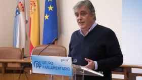 El portavoz del PPdeG en el Parlamento de Galicia, Pedro Puy, durante una rueda de prensa.