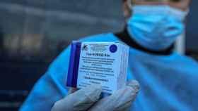 La vacuna rusa, que Israel enviará a Siria.