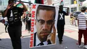 Una manifestación por el aniversario de la muerte de Malcolm X.