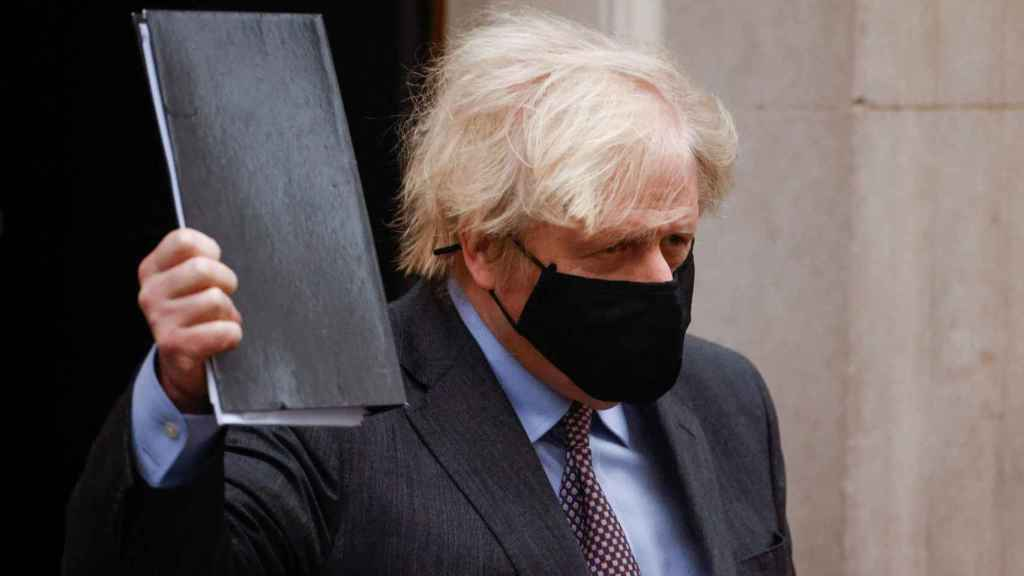 El primer ministro británico, Boris Johnson, dejando Downing Street.