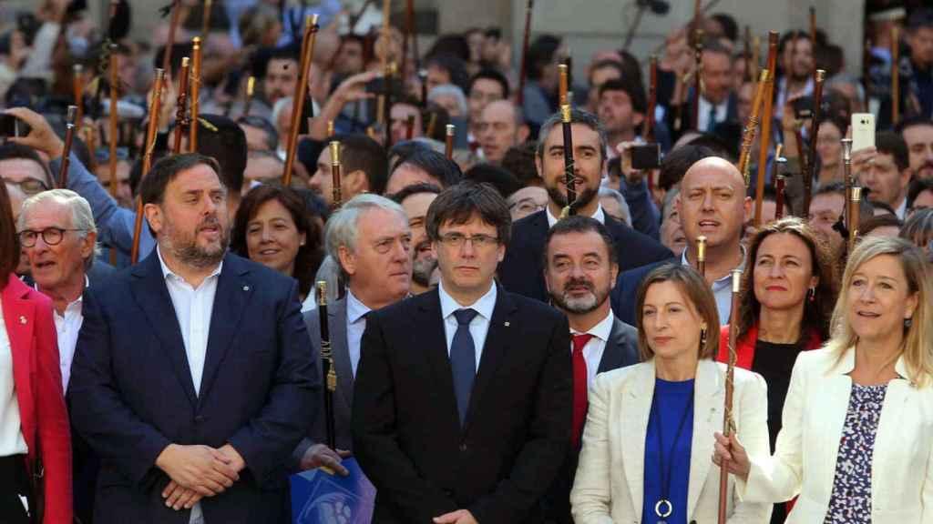 Carles Puigdemont, Oriol Junqueras y otros miembros del Gobierno autonómico catalán.