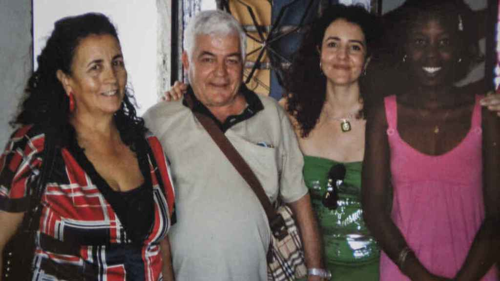 Sofía Benítez-Cubero with her husband Miguel González and her daughter Sofía, an active member of Podemos Sevilla and who has renounced the Benítez-Cubero surname, along with a family friend on a visit to Cuba with the Workers' Union of the Field.