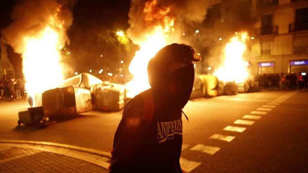 Imagen de una noche de protestas en Barcelona tras la entrada en prisión de Hasél.