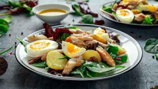 Ensalada de patatas y caballa, una receta sana y muy completa