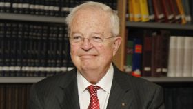 Enrique Loewe.