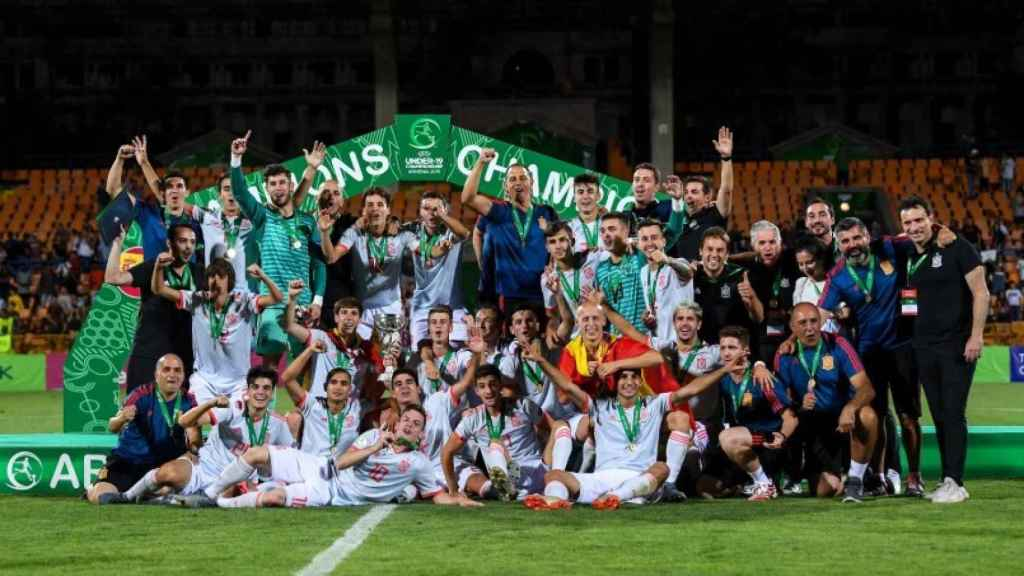 España, celebrando la consecución del Europeo sub19 en Armenia en 2019