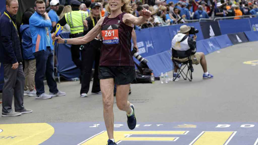 Kathrine Switzer corriendo la carrera de Boston en 2017, a sus 70 años.