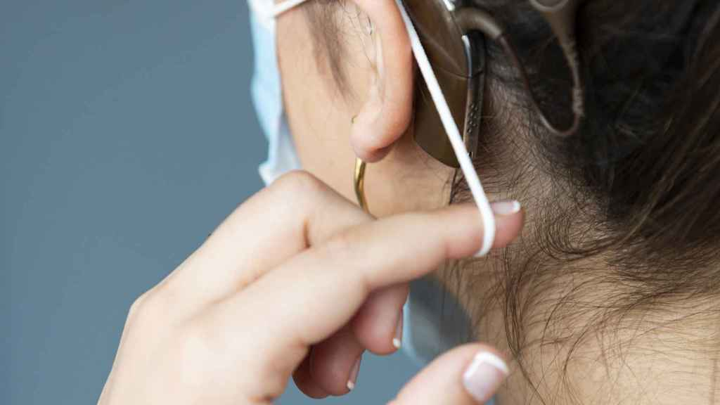 Implante coclear y mascarilla