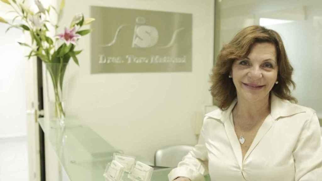 La doctora Juliana Mattozzi en su clínica ubicada en la calle Reina Mercedes, 23 (Madrid).
