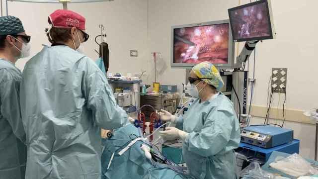 Envío del hígado a Roma desde Málaga en el transcurso de un trasplante cruzado entre pacientes vivos