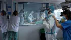 Una UCI de un hospital en España. EFE / Brais Lorenzo