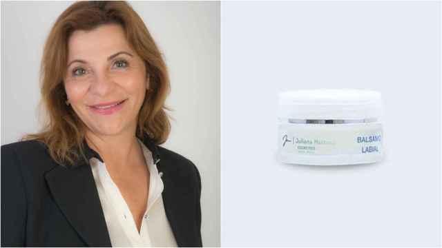 La doctora Juliana Matozzi junto a su bálsamo labial con ácido hialurónico.