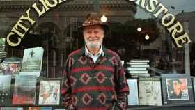 Muere a los 101 años el poeta y librero estadounidense Lawrence Ferlinghetti