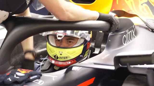 Sergio 'Checo' Pérez se sube al RB16 por primera vez
