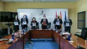 El consejero de Desarrollo Sostenible de Castilla-La Mancha, José Luis Escudero, firma un convenio de colaboración con Cermi, Anged, Asucam y Aces para la compra asistida