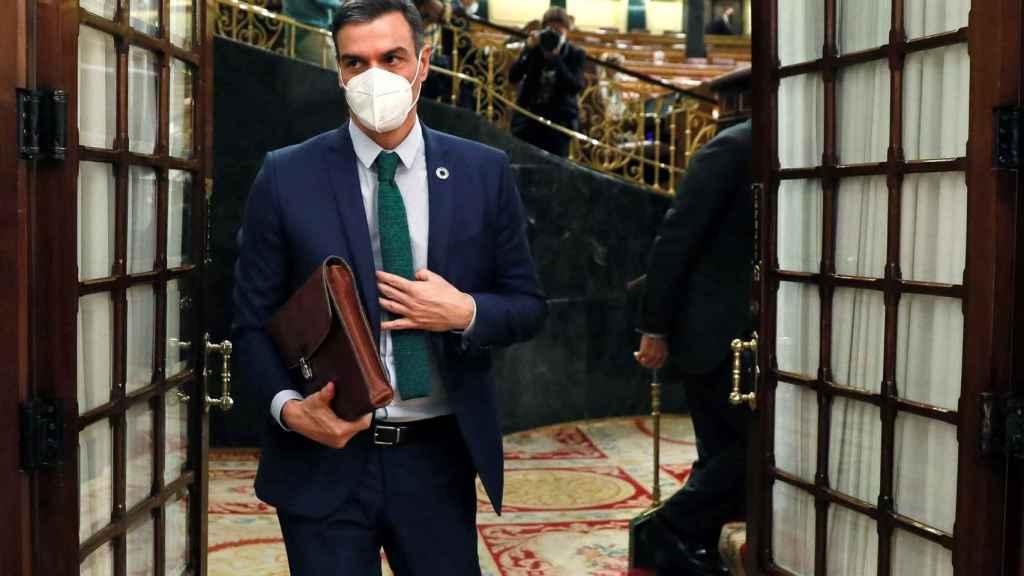 Pedro Sánchez, presidente del Gobierno, abandonando el hemiciclo del Congreso de los Diputados.