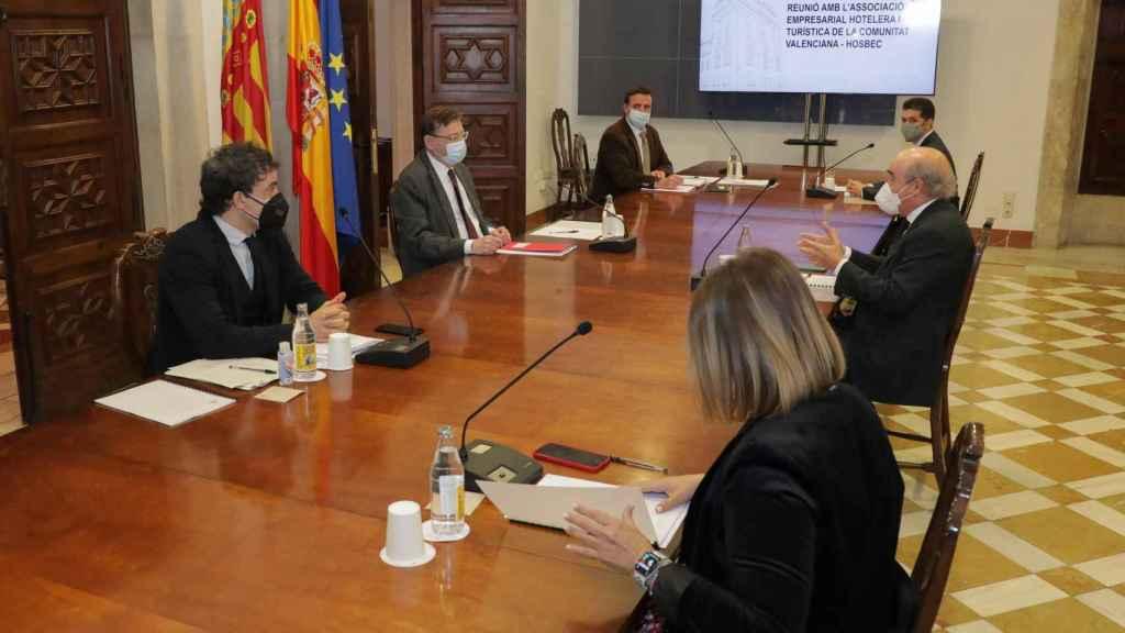 Reunión de Ximo Puig con el sector hotelero y turístico.