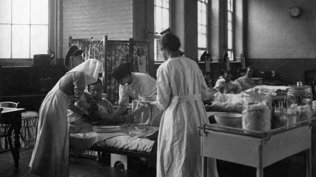 Escena en una sala del hospital de la calle Endell.