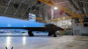 Recreación artística del Northrop Grumman B-21