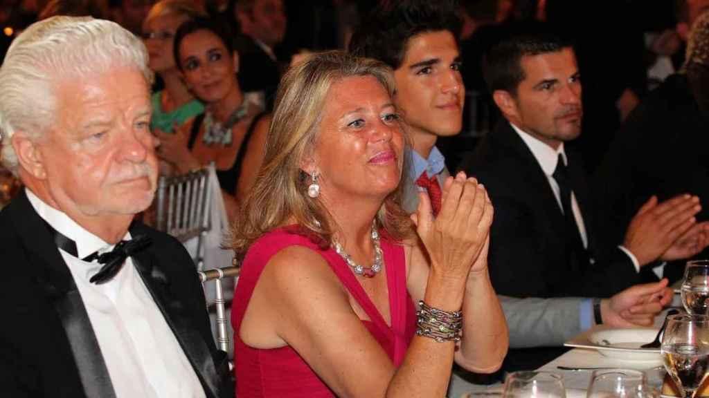 Ángeles Muñoz, alcaldesa de Marbella, y su marido durante una gala Global Gift en Marbella en agosto de 2013.