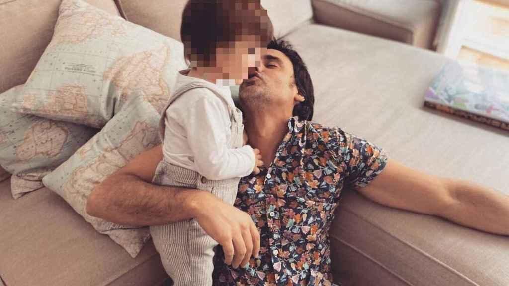 Ion Aramendi en una foto de sus redes con su hijo Lucas.