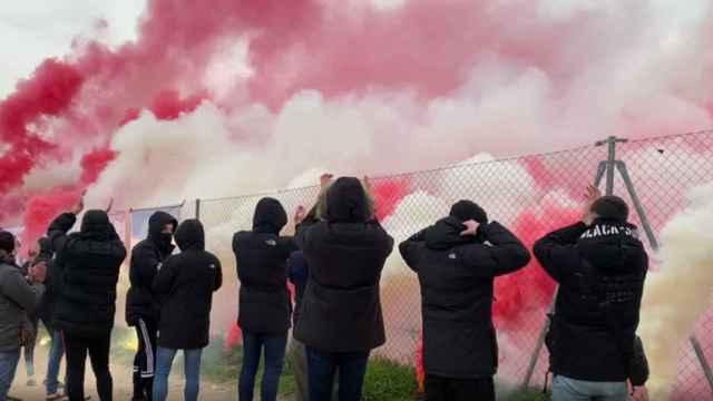 Los ultras del Atlético de Madrid en los alrededores del Cerro del Espino