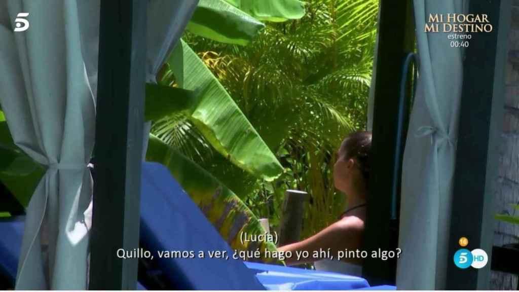 Lucía hablando con Carlos sobre su noche loca con Lola.