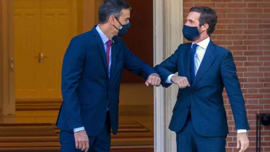 Pedro Sánchez y Pablo Casado en La Moncloa en una imagen de archivo. Efe