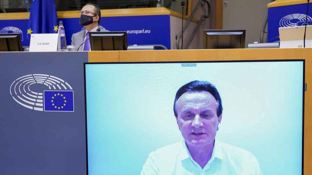 El consejero delegado de AstraZeneca, Pascal Soriot, durante su comparecencia virtual este jueves en la Eurocámara