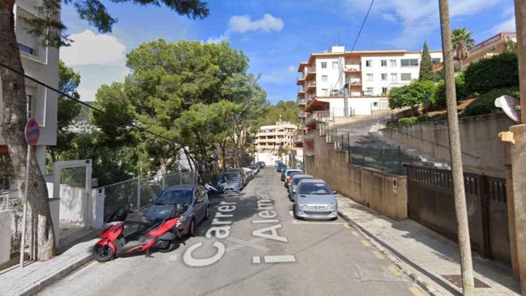La calle Miquel Roselló Alemany, en Palma, el lugar donde ha sido hallado el cadáver.