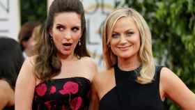 Tina Fey y Amy Poehler en los Globos de Oro.