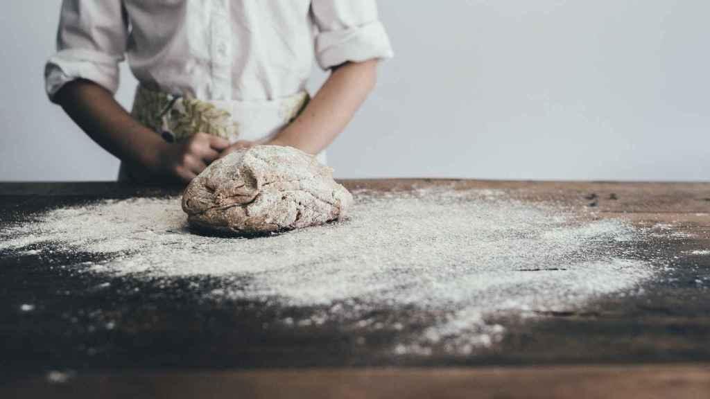 Si el pan de centeno se elabora con harina integral y sin azúcares añadidos, puede ser una de las opciones más saludables. Sin embargo, esto no siempre ocurre.