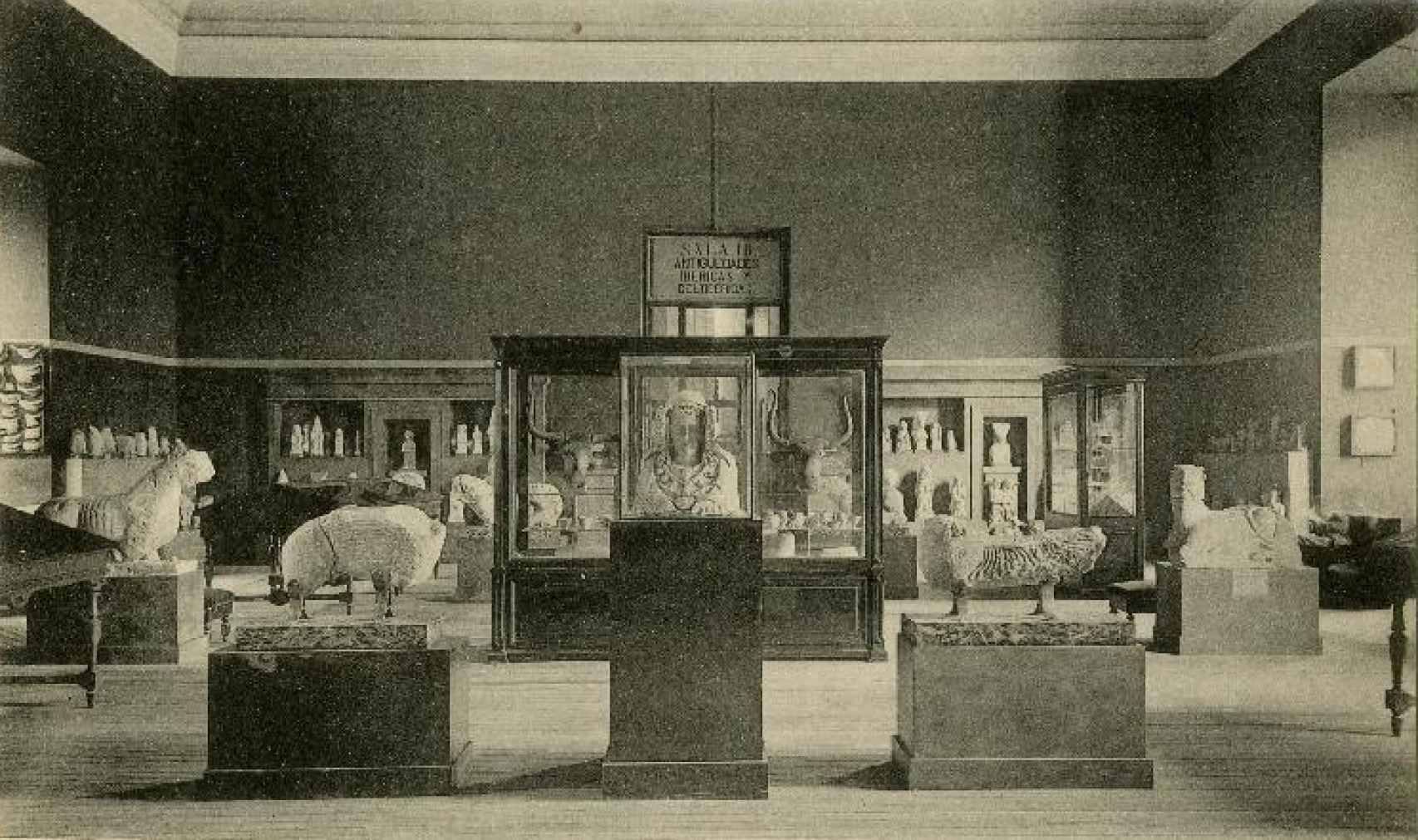 Réplica de la Dama de Elche expuesta en el Museo Arqueológico en el primer tercio del siglo XX.